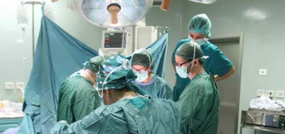 Quale musica ascoltano i chirurghi mentre operano?