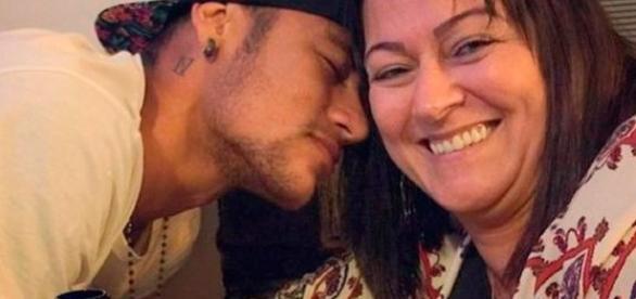 Mãe de Neymar sofre pressão na internet
