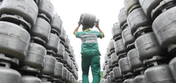 Petrobras anuncia aumento do botijão de gás