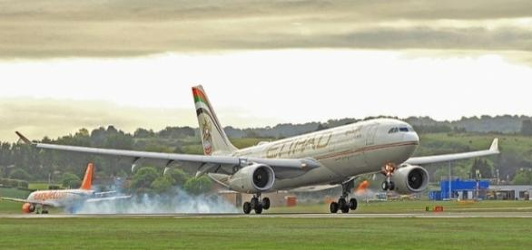 Terror suspects plotted to blow up an Etihad plane [Image: Wikimedia by Trevor Hannant/CC BY-SA 2.0]