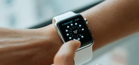 Apple Watch LTE on the way Image creatve commons https://upload.wikimedia.org/wikipedia/commons/9/92/Apple_Watch-.jpg