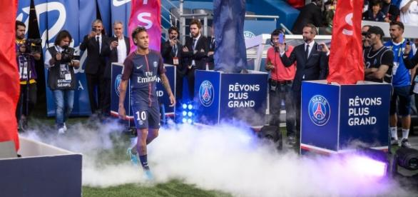 Apresentação de Neymar no Paris Saint-Germain