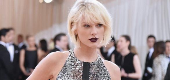Taylor Swift testifies DJ groped her - [Image Youtube screengrab]