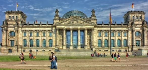 The Reichstag building in Berlin where two Chinese tourists were arrested for Nazi salutes [Image: Pixabay/CC0]