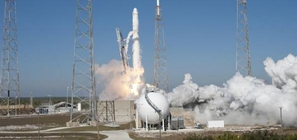 SpaceX's Falcon 9 rocket and Dragon spacecraft lift off (Credit - Tony Gray and Kevin O'Connell – wikimediacommons)