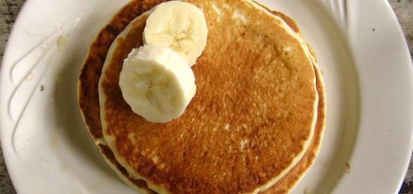Banana pancakes by Brandon Martin-Anderson via Wikimedia Commons