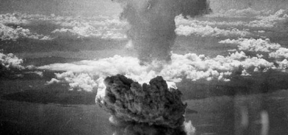Il fungo atomico della bomba di Nagasaki fotografata da Charles Levy, uno dei piloti del B52 che lanciò la bomba