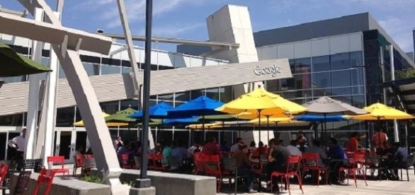Googleplex, Mountain View, California, lunch time under Google's logo. / Photo via Jijithecat, Wikipedia Commons.