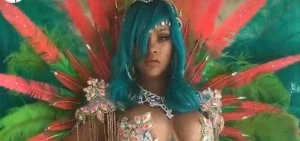 Il look mozzafiato esibito da Rihanna