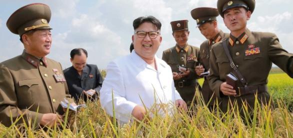 Kim Jong Un ha inaugurato la politica del byungjin, lo sviluppo parallelo dell'economia con la ricerca nucleare (foto KCNA)