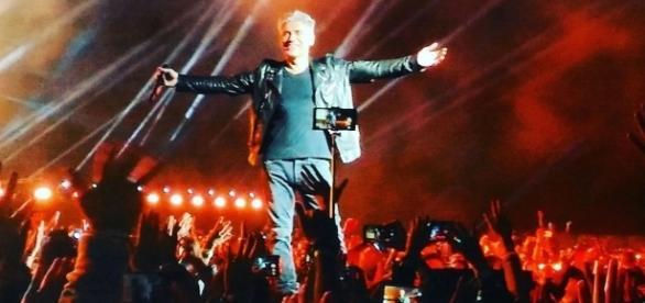 Luciano Ligabue durante un concerto a Monza