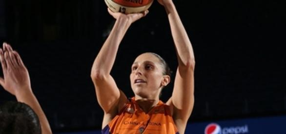 Diana Taurasi helped lead the Phoenix Mercury to an 88-83 playoff win over the Connecticut Sun. [Image via WNBA/YouTube]