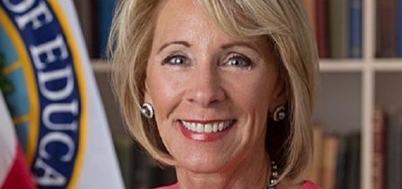 Education Secretary Betsy DeVos (official portrait wikimedia)