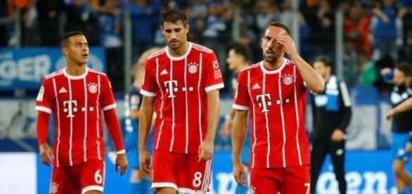Thiago, Javi Martinez and Franck Ribery walk away disappointed after Bayern Munich's shock 2-0 loss to TSG 1899 Hoffenheim. (Source: The Sun)
