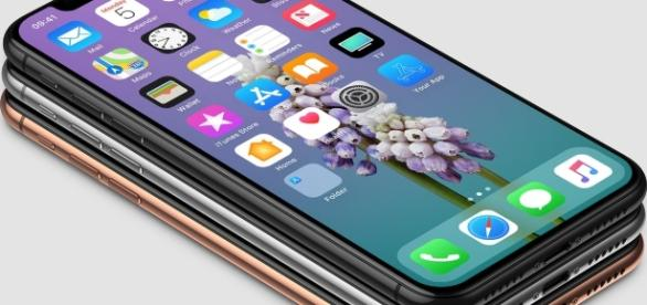 Display of the new iPhone X is expected to cover the entire front (Photo: Benjamin Geskin - Twitter)