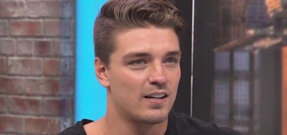 The Bachelorettes Dean Unglert is speaking out - Screenshot