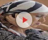 Márcia Cabrita usa lenço na cabeça