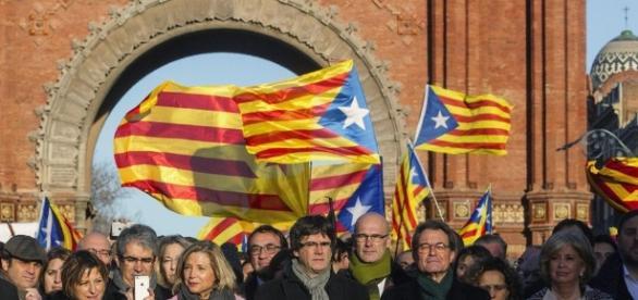 Catalogna, Corte costituzionale sospende referendum indipendenza