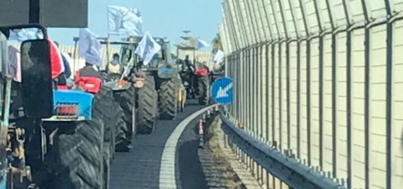 I trattori in marcia verso Lecce.