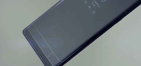 Samsung Galaxy S9. [Image via TechTalkTV/Youtube]