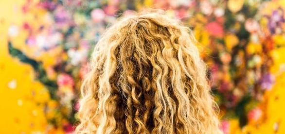Seducţie cu păr ondulat - sabon.ro
