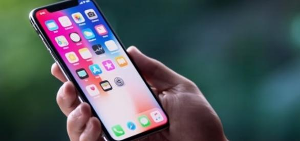 iPhone X boasts an all new edge-to-edge display with face ID. Credits to: Youtube/Apple