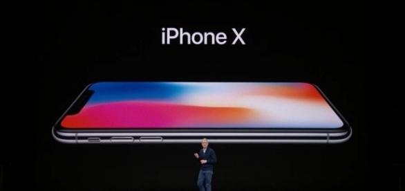 iPhone X l'iPhone del decimo anniversario - Autore:Apple