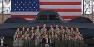 În fața unui bombardier de la baza aeriană Andrews, Donald Trump l-a amenințat pe Kim Jong-un - Foto: captură YouTube