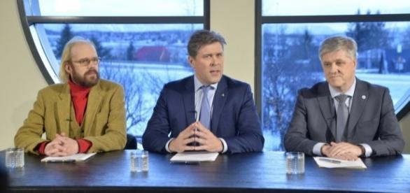 Ação do pai de Bjarni Benediktsson (no centro da imagem) levou ao colapso do governo da Islândia