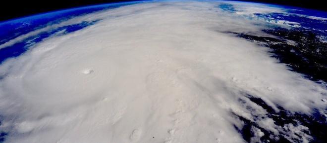 El huracán Max pierde fuerza en su llegada a las costas del Pacífico mexicano