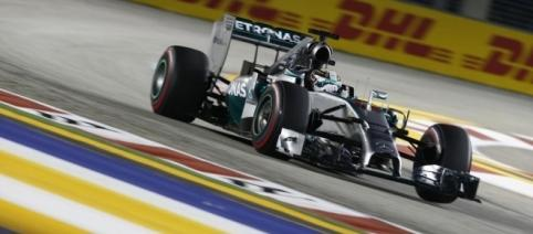 Lewis Hamilton took a giant leap towards the title with victory in Singapore. (Source: benzinsider.com)