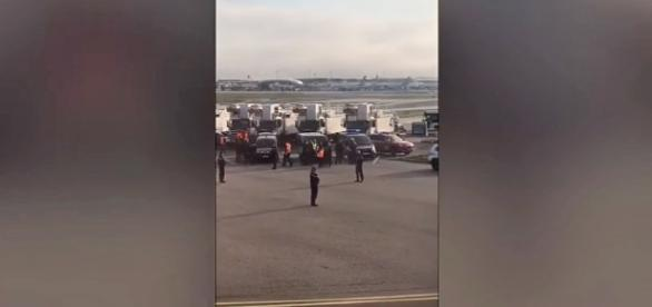 "British Airways flight was evacuated due to a ""security"" threat at Paris airport [Image: YouTube/Video Lucu Ngakak]"