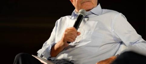 Dopo le vittorie con l'Ulivo, Romano Prodi ha ripreso a far politica criticando duramente i vertici del Pd