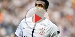 Jô sofre com críticas pela atitude após gol de mão