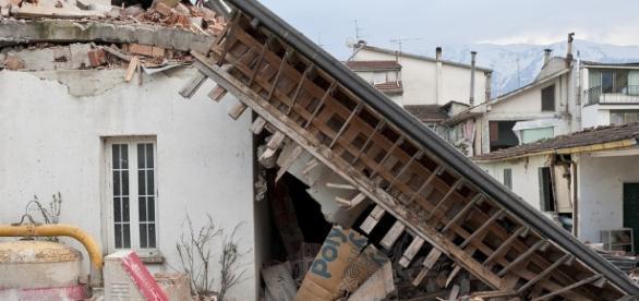 Crushed house after earthquake (Via - Angelo_Giordano)