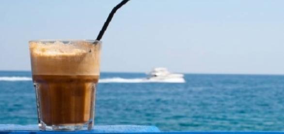 Frappé grego, típica bebida batida a base de café gelado