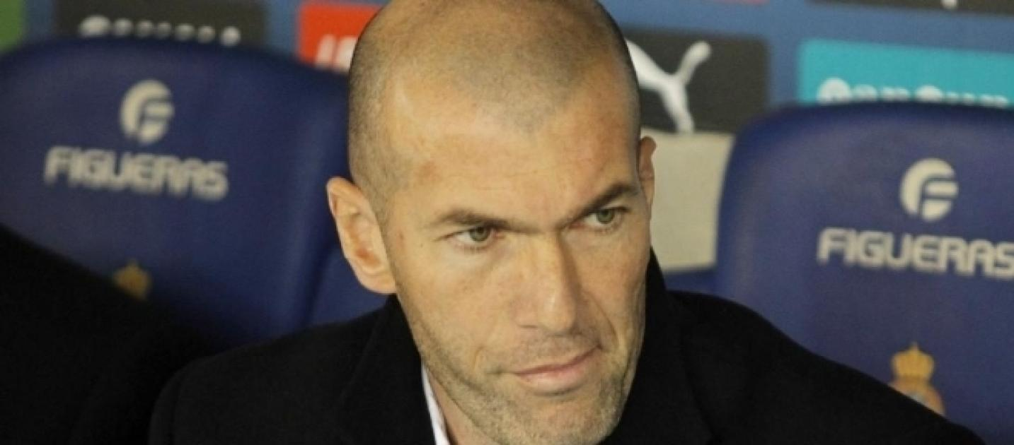zidane sur les tablettes du psg. Black Bedroom Furniture Sets. Home Design Ideas