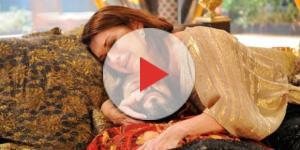 Amitis se desespera com a morte do marido (Foto: Reprodução/Record TV)