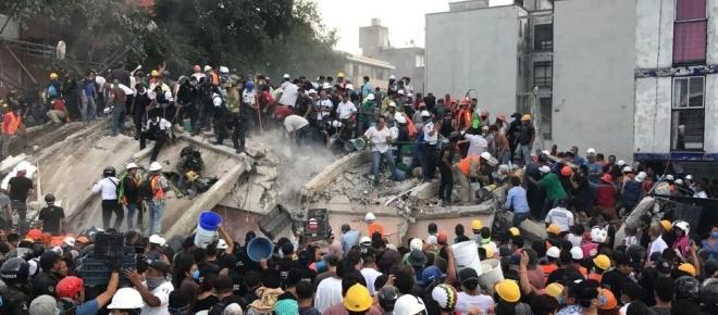 Mexico City earthquake: parents wait as rescue workers search collapsed school