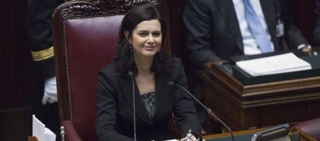 Cartellini femministi: rivolta delle donne della Camera contro la Boldrini