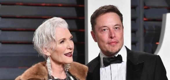 Maye Musk, 69, mother of Elon Musk, wins COVERGIRL modelling campaign [Image: YouTube/Newsy]
