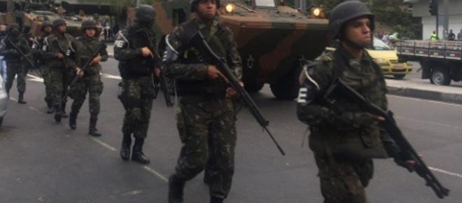 Cerco à Rocinha 950 militares e dez blindados invadem o Rio de Janeiro