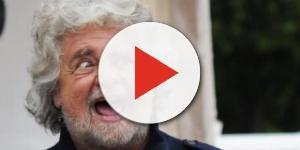 Un immagine di Beppe Grillo in un incontro con i sostenitori.