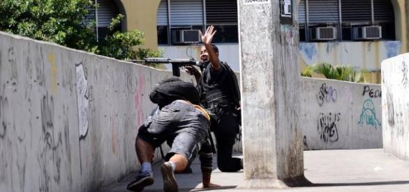 Tiroteio na Rocinha provoca bloqueio de ruas. Pezão pede Exército ... - com.br