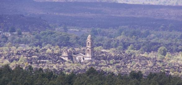 The ruins of San Juan Parangaricutiro, near the base of the Parícutin volcano - Image |sharloch | flickr