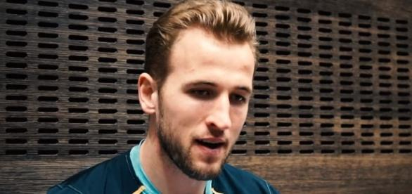 "Harry Kane   ""Dele Alli loves a nutmeg!""   Tottenham teammates Image -FourFourTwo   YouTube"