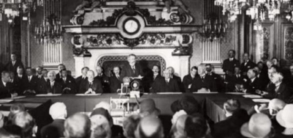 Kellogg Briand Treaty ( Erich Salomon wikimedia commons)