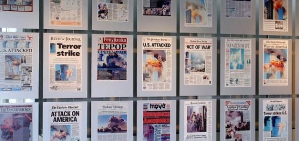 Varie prime pagine nel mondo che annunciarono l'evento