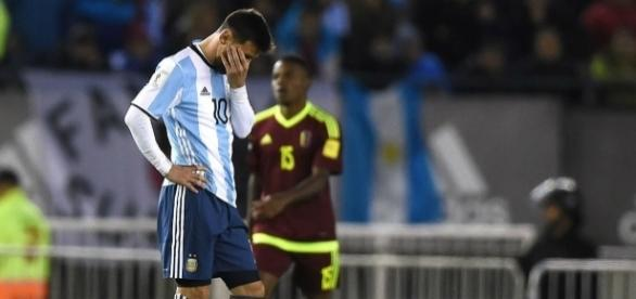La frustrazione di Messi dopo il pareggio con il Venezuela