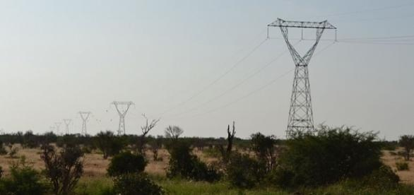 Electric power transmission line (Credit - Chris T Cooper – wikimediacommons)
